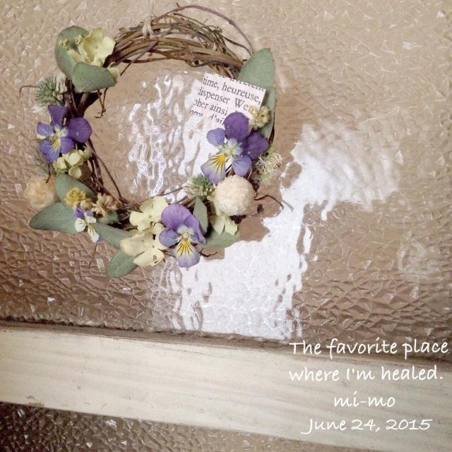 ドライにしても鮮やかなビオラの花リース