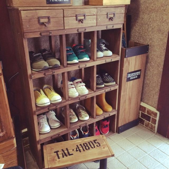スッキリ片づいてインテリアとしても◎靴置き場DIY実例集