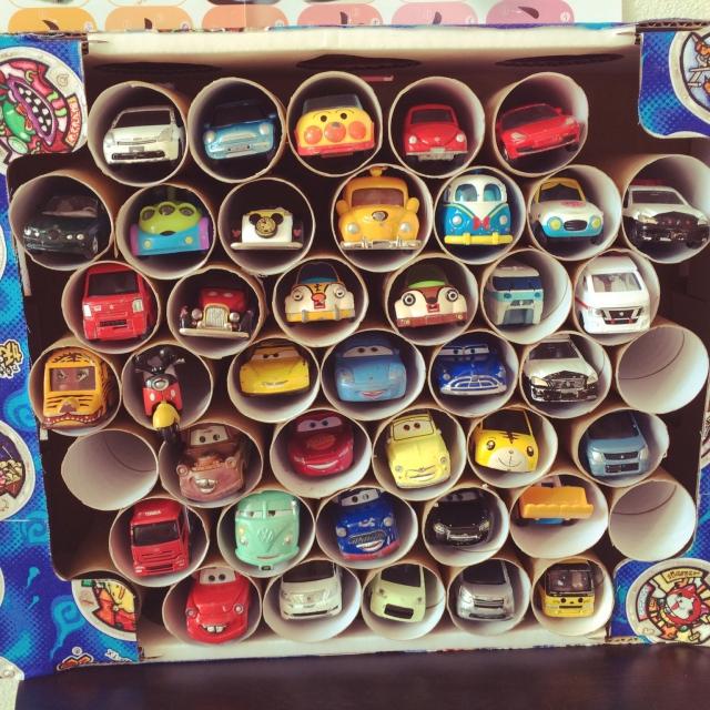 トイレットペーパーの芯で車のおもちゃ収納
