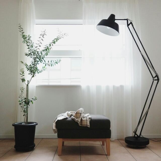 花やライト、雑貨でアレンジ♡わたし流に窓辺を飾る方法