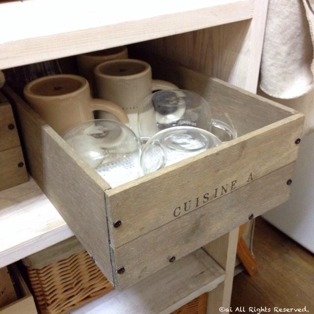 手作り木箱もデザインにアイデアを