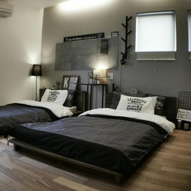 便利なだけじゃない!IKEAサイドテーブルのある寝室