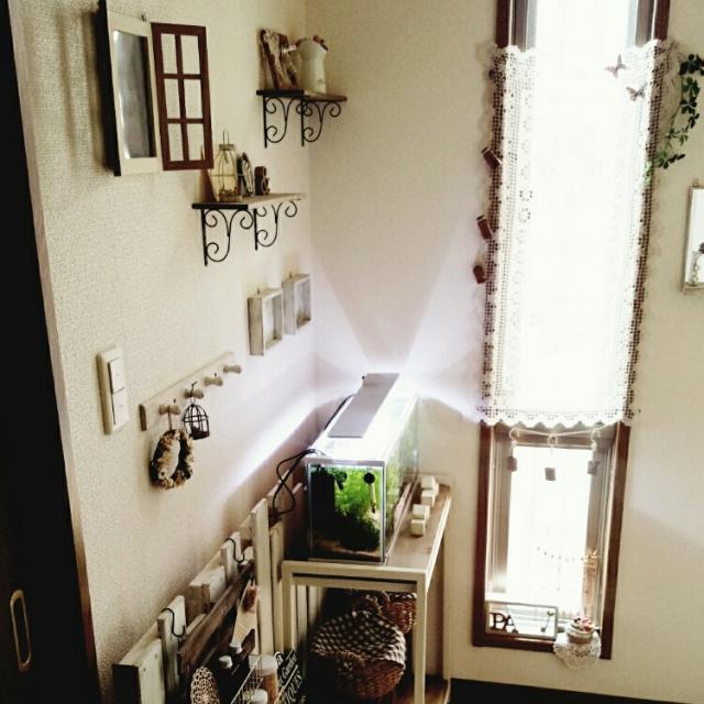 玄関の飾り棚にアイアンブラケット