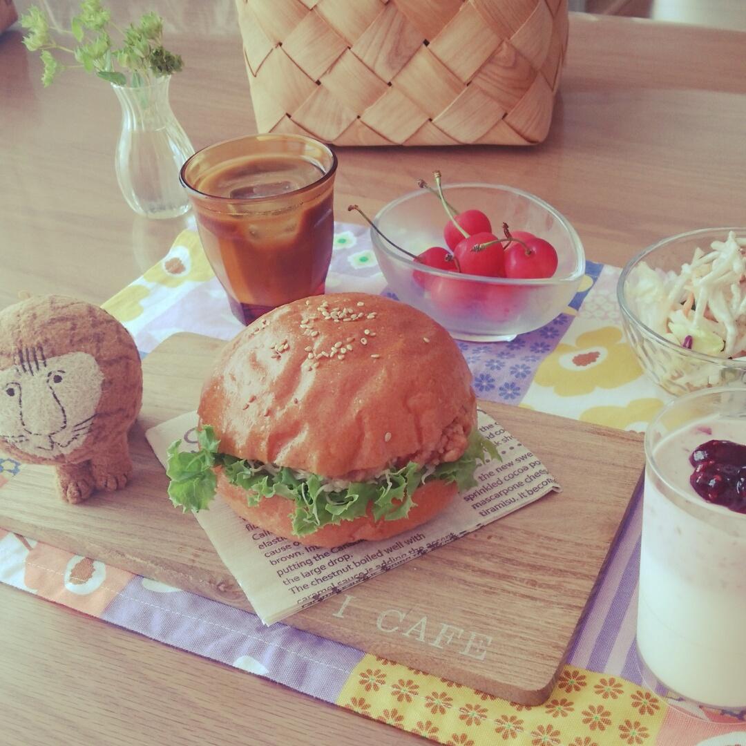 バーガーで気分はアメリカンカフェ♪
