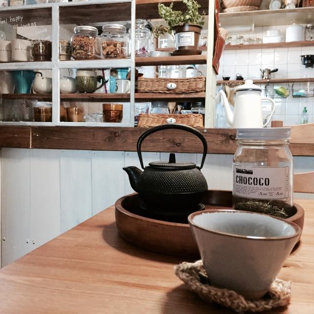 日本茶をいただく静かな朝
