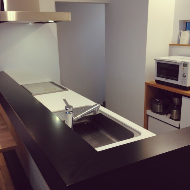 ものが少ないキッチンは、清潔に保つのがラクそうです