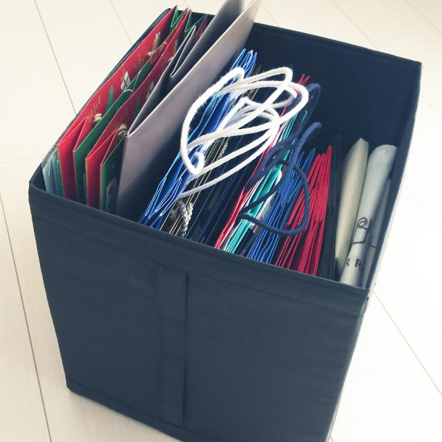 これでもう悩まない!紙袋の上手な保管・収納アイデア