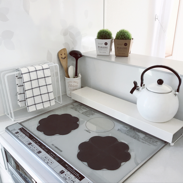 窓に洗剤、冷蔵庫にラップ!30分以上の時短を叶える掃除術