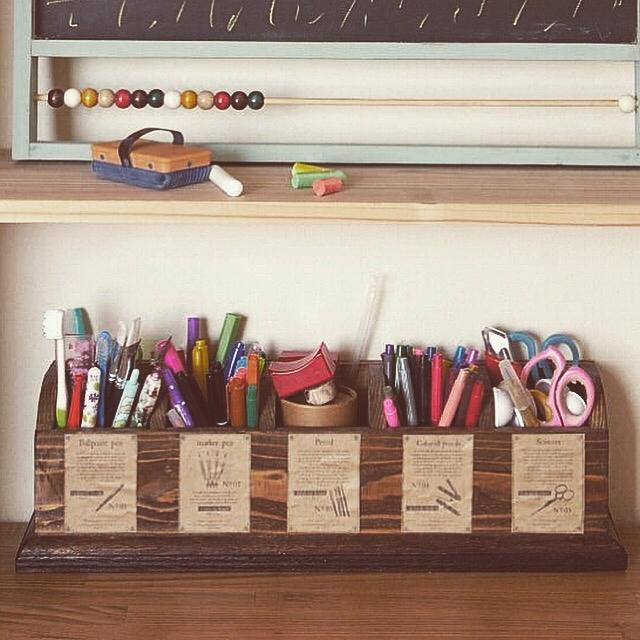 種類で分けてかっこよく決まるペン立て