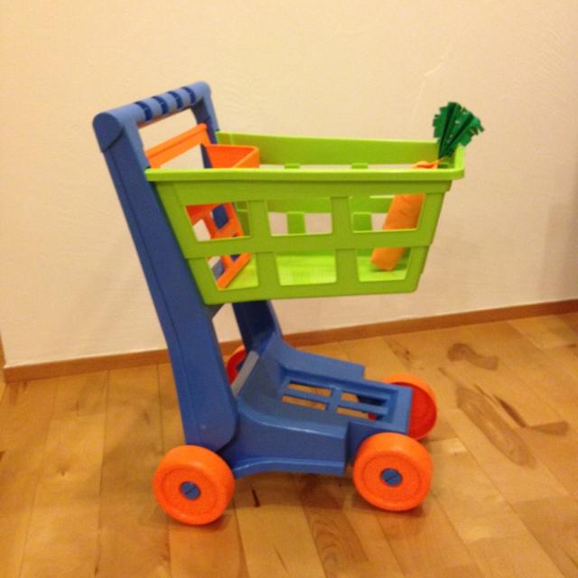 おもちゃのショッピングカート2600円