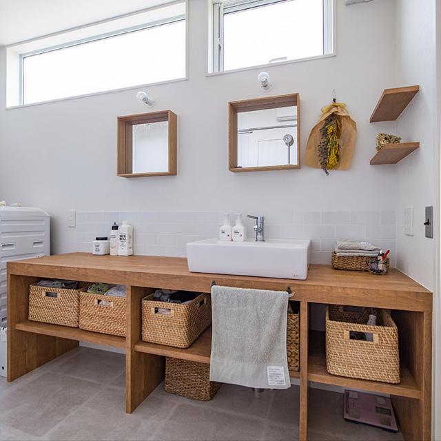 フラワーとグリーンで清潔感♡ナチュラルテイストの洗面所
