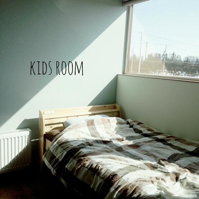 シンプルな部屋には大柄なデザインを