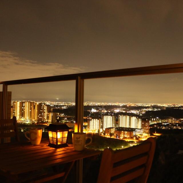 夜景が見えるベランダ
