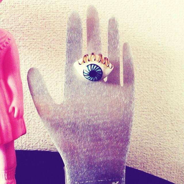 指輪好きな手
