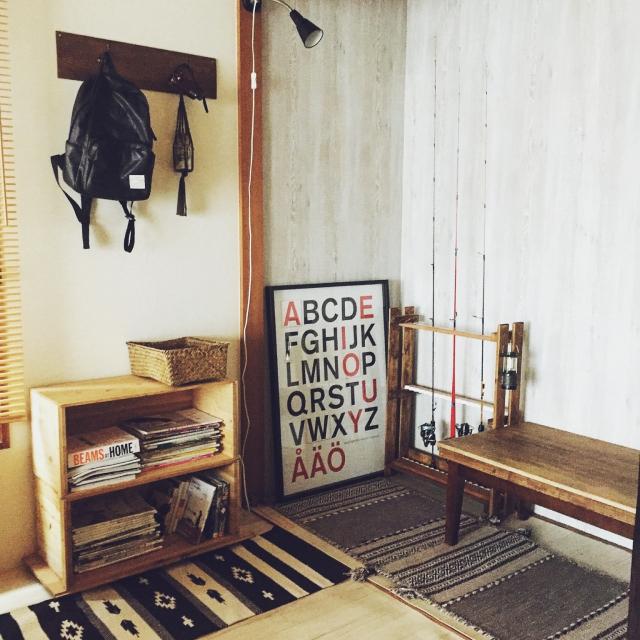 『重ねるだけ』でつくるラフさが魅力の本棚 by kumiさん [連載:○○しただけインテリア]