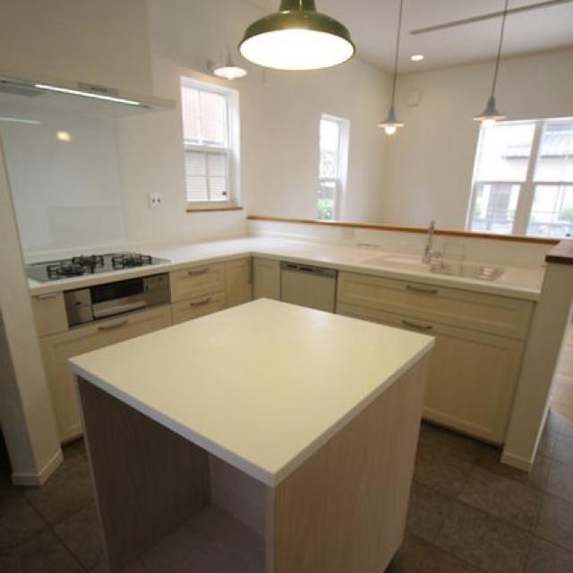 海外のキッチンに多い、L型+アイランド作業台