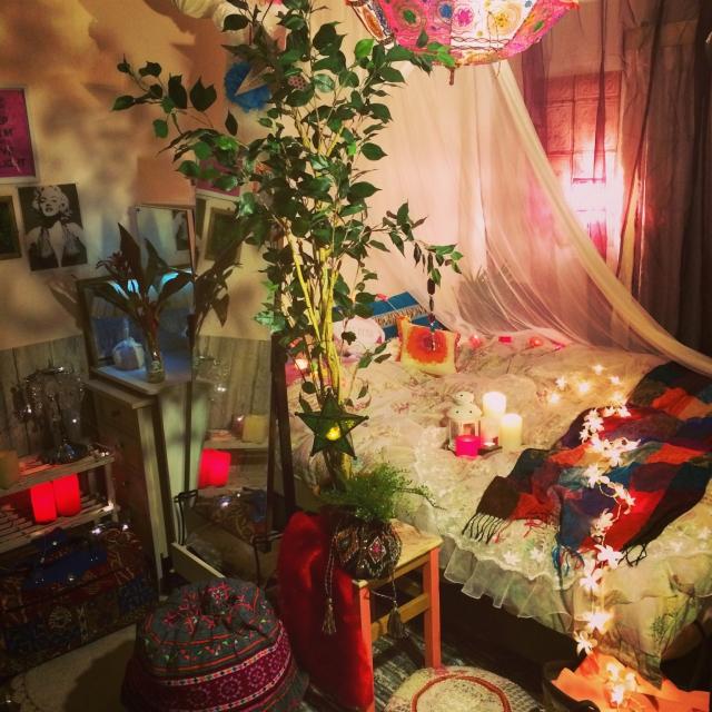 モロッコカラーで落ち着きのある寝室