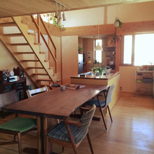 人気のダイニングと一体化したペニンシュラ型キッチン