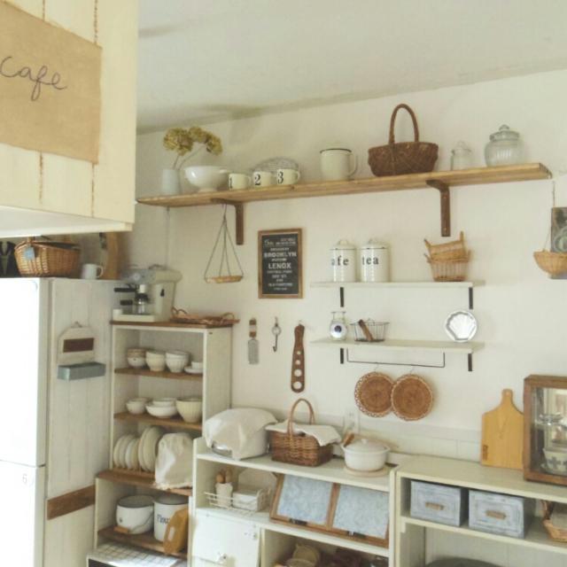 壁面棚に、キッチン小物を飾ろう