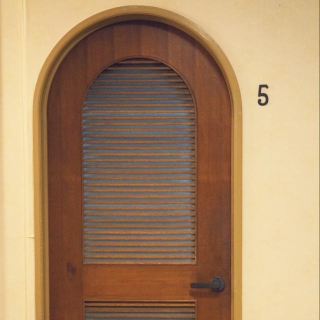 凝ったデザインのドアもあります