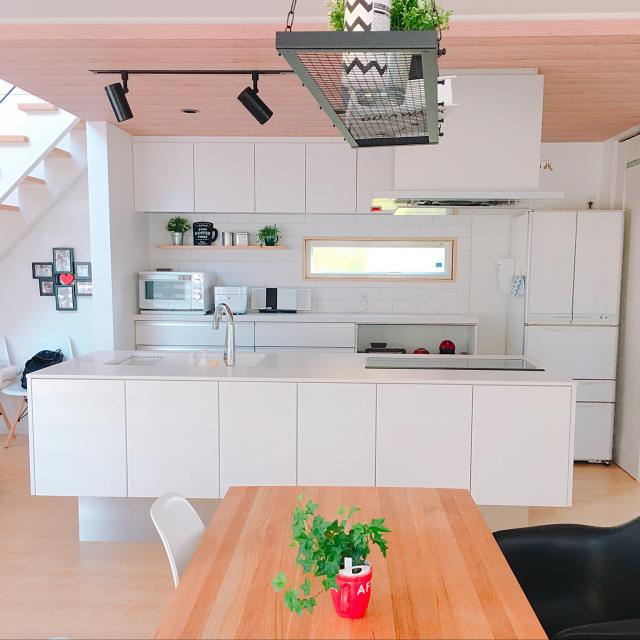 「陽当たりが気持ち良い、白と木目の明るくシンプルな家」 by Erinaさん