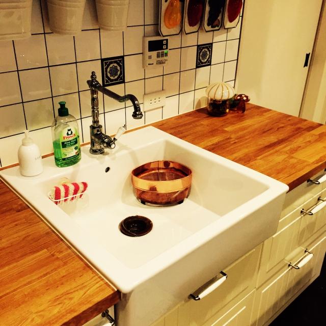 天然木が天板の北欧風キッチン