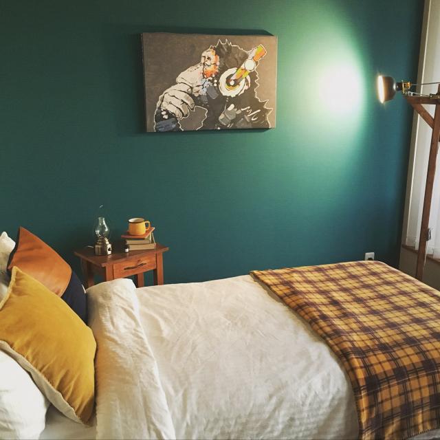 快適な寝室づくりに♡ハンドメイドの作品で彩るベッド周り
