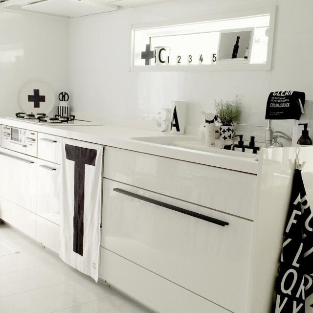 清潔感あふれる白いキッチン
