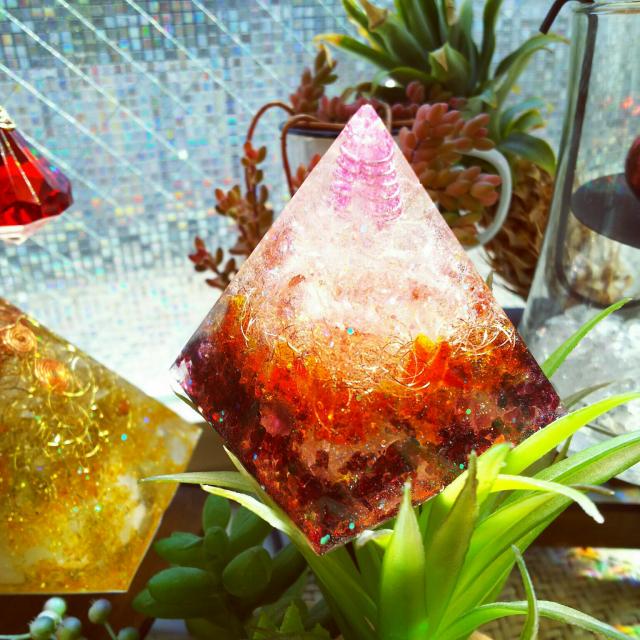 癒しと魅惑の小世界♡手作りのオルゴナイトとスノードーム