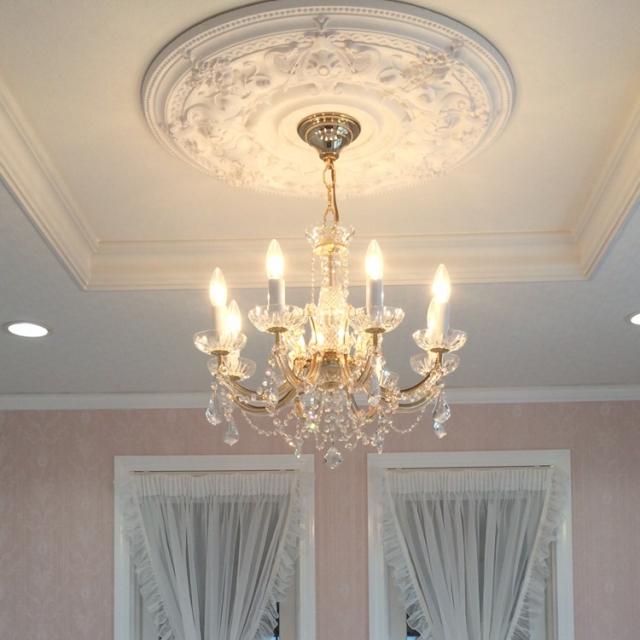 豪華な天井にある照明に替えよう