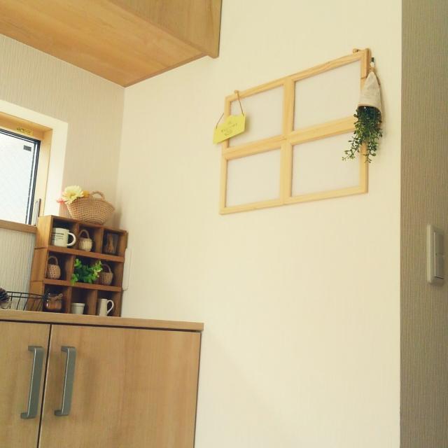 手軽に個性を☆貼り合わせるだけの窓枠DIY by satotoさん   [連載: 10分でできる100均リメイク]