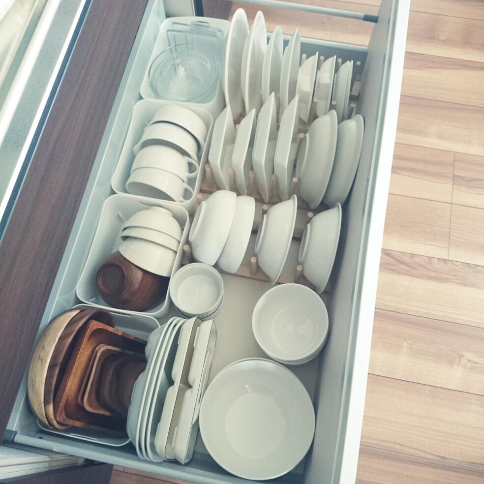 キッチンにいることが楽しくなる「食器棚」の活用術