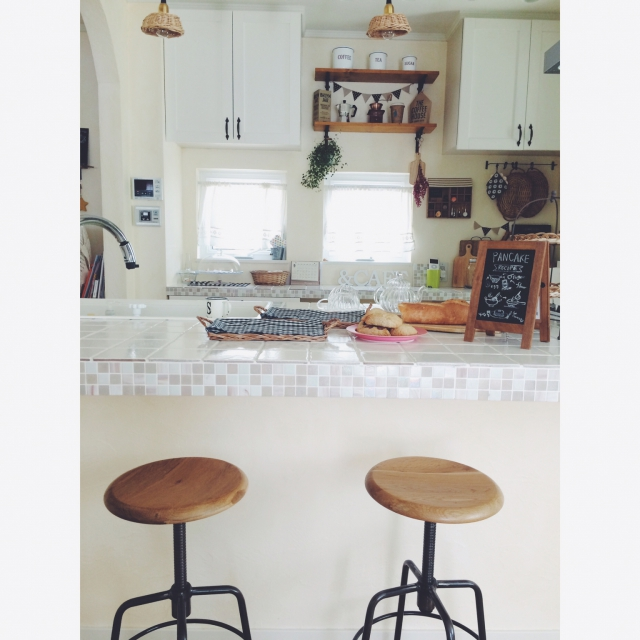 タイル面が更に清潔感を感じさせるキッチン