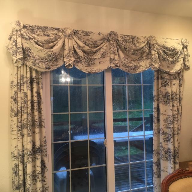 お部屋の印象がガラリと変化☆ハイセンスな手作りカーテン