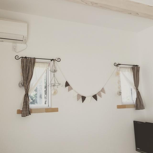 小窓は自由なキャンバス♪飾り方や便利な使い方アイデア