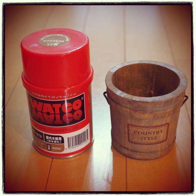 ワトコオイルは可愛い赤缶に入っています