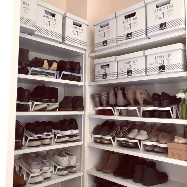 取り出しやすくスッキリと♡玄関で靴を賢く収納するヒント