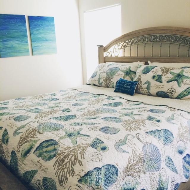 オーシャンビュー風のベッドルーム