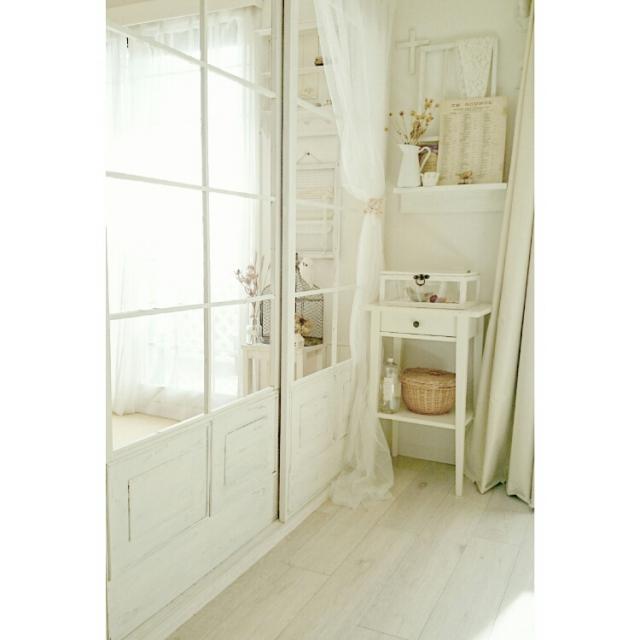 真っ白なカーテンがオシャレなお部屋