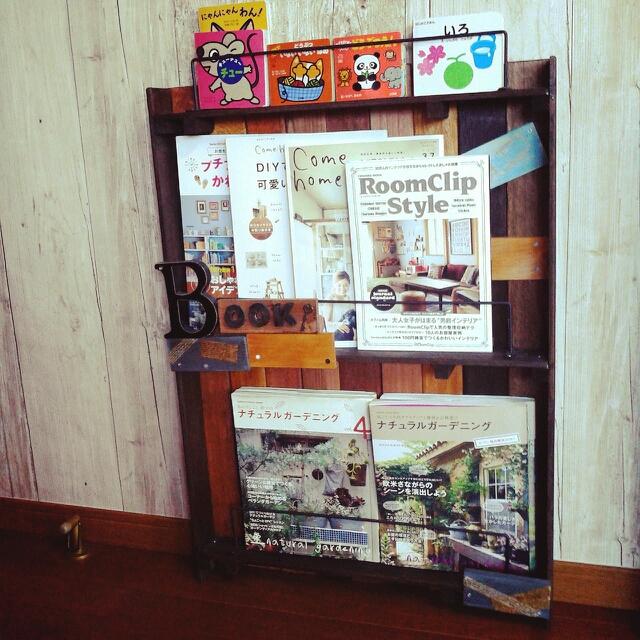 DIYでカフェのような雑誌棚に