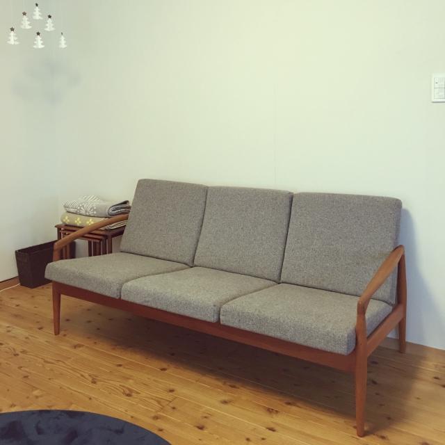 宮崎椅子製作所 ペーパーナイフソファ 3人掛け249,000円