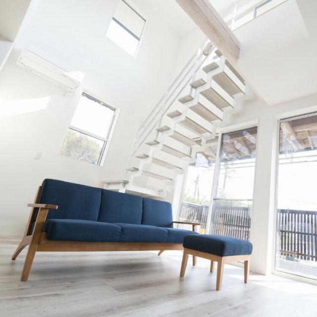 軽やかでモダン☆スケルトン階段のある開放的なお部屋