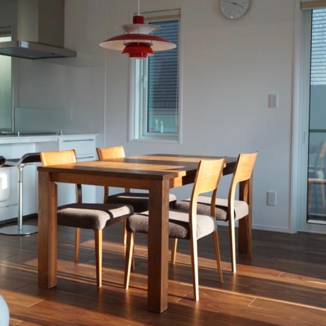 「慈しみ育める、天然無垢材のシンプルなダイニングテーブル」 by yoshiteiさん