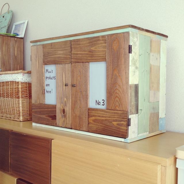 壁紙+扉でアンティーク調の木箱にチェンジ!yukapoさんのカラーボックスリメイク