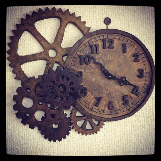 渋くてカッコいい!歯車の掛け時計