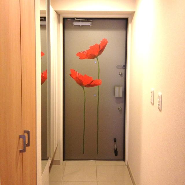 玄関を華やかに演出するドア