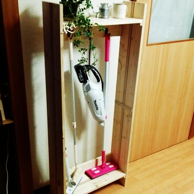 ②スティック型の掃除道具用の収納棚を作る