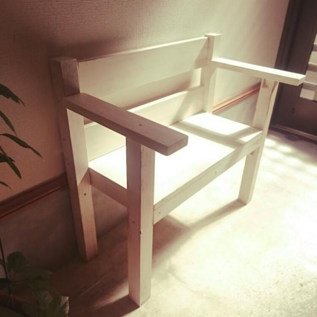 真っ白なベンチ