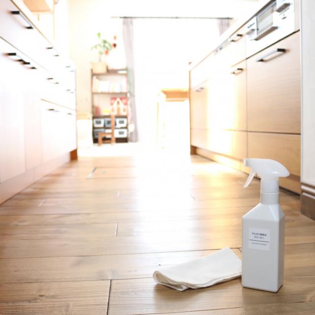 いつもサラサラで快適に♡キッチンの床をキレイに保つ方法