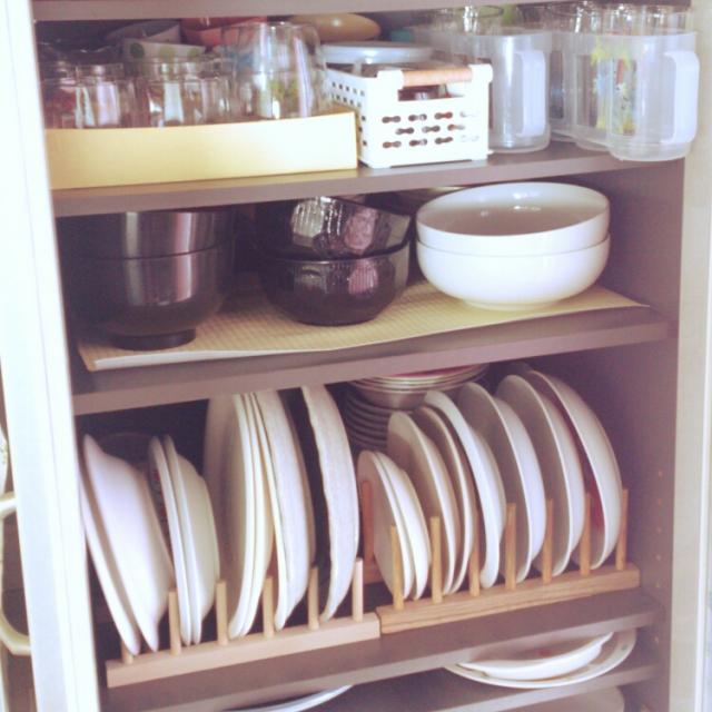 木製のお皿スタンドに立てて収納